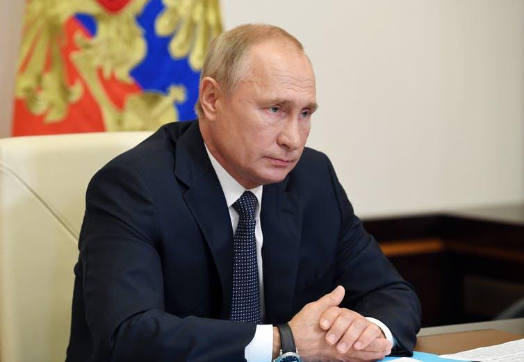 Poutine reçoit un rapport du ministre de la santé sur l'enregistrement d'un vaccin contre les coronavirus